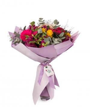 Ծաղկեփունջ «Բոլոնյա» վարդերով, ալստրոմերիաներով և հերբերաներով