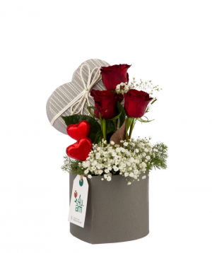 """Composition """"San Pedro"""" with chocolate, roses and gypsophilias"""