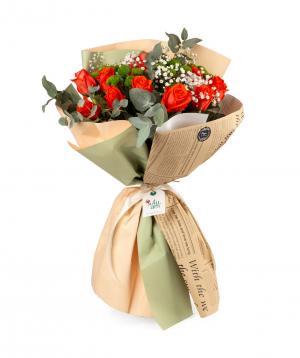 Ծաղկեփունջ «Լիդա» վարդերով, քրիզանթեմներով և գիպսաֆիլաներով
