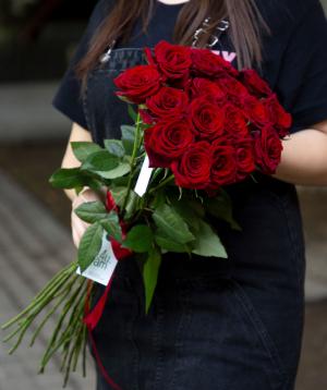 Վարդեր «Բլեք Մեջիք» կարմիր 19 հատ