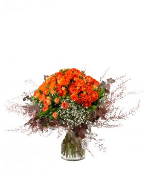 Ծաղկեփունջ «Լոգոյսկ» փնջային վարդերով, գիպսոֆիլայով