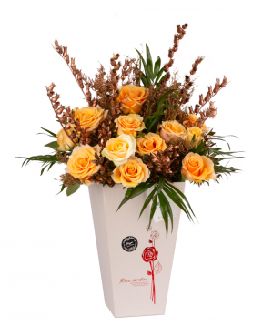 Կոմպոզիցիա «Պոսանյո» վարդերով և չորածաղիկներով
