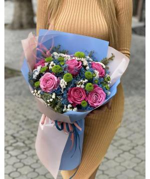 Ծաղկեփունջ «Նիանզա» վարդերով և քրիզանթեմներով