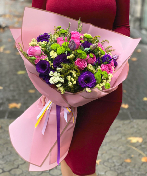 """Bouquet of """"Havr"""" roses with lisianthus"""