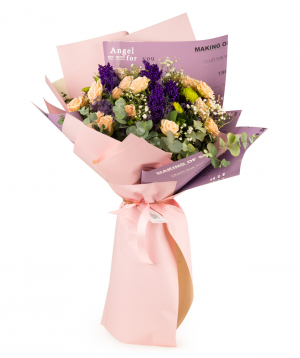 Ծաղկեփունջ «Լուսակա» վարդերով, քրիզանթեմներով և գիպսոֆիլիաներով