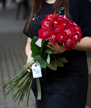 Roses `Luxor` red 15 pcs
