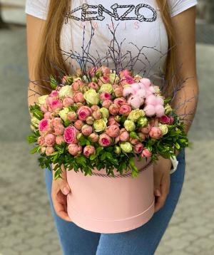Arrangement `Candeleda` with spray roses