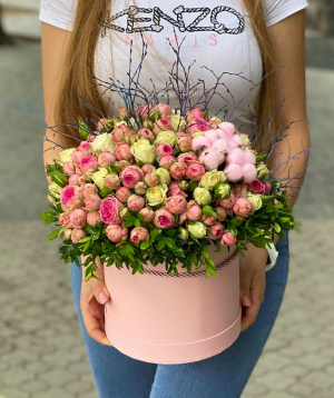 Կոմպոզիցիա «Կանդելեդա» փնջային վարդերով