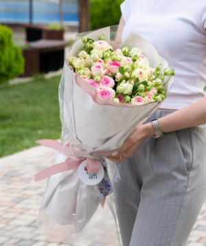 Ծաղկեփունջ «Easter» փնջային պիոնանման վարդերով