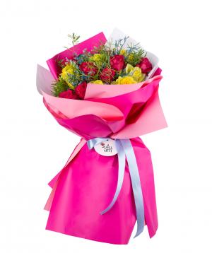 Ծաղկեփունջ «Բիլլուն»  վարդերով և դաշտային ծաղիկներով