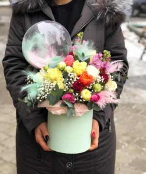 Կոմպոզիցիա  «Արիկա» պիոնա վարդերով
