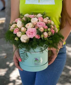 Arrangement `Navalkan` with spray roses
