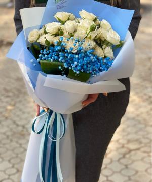 Ծաղկեփունջ  «Սալոնիկ»  վարդերով և գիպսոֆիլիաներով