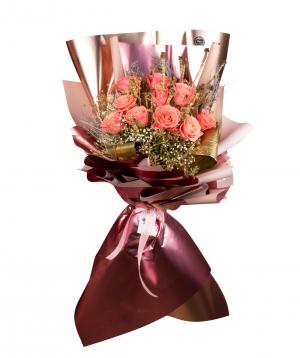 Ծաղկեփունջ «Գլասգո» վարդերով և չորածաղիկներով