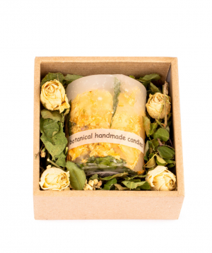 """Candle """"Light Your Home"""" with natural dried flowers"""